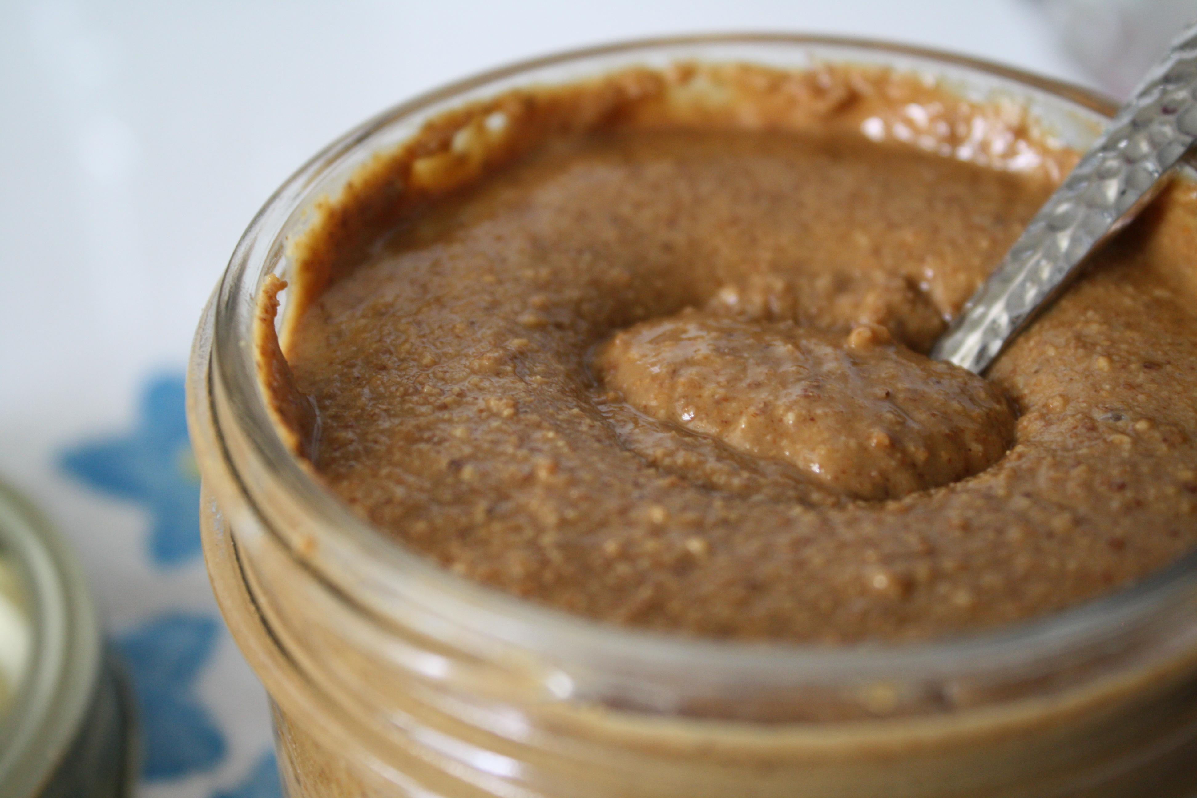 Бадемово масло за по-плътен и пълноценен протеинов шейк.
